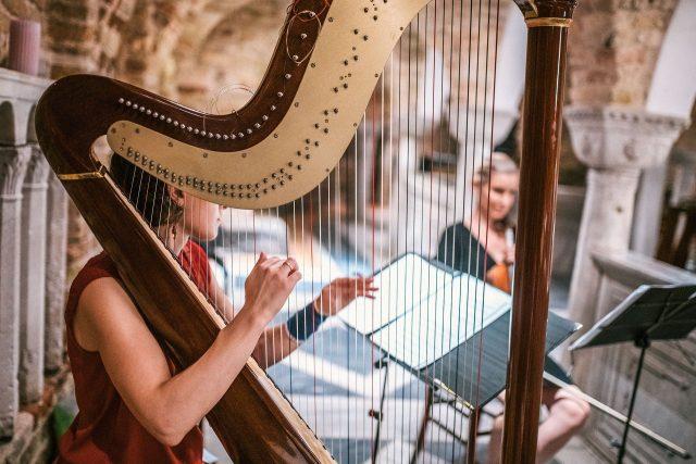 harp lessons London - Bruce Music
