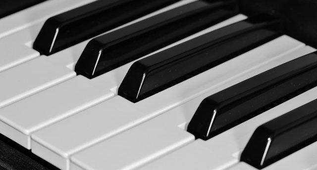 keyboard lessons London - Bruce Music